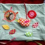 Tuto du tapis d'éveil en 9 coussins : le coussin les fleurs et l'oiseau