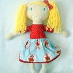 Marché : mes grandes poupées blondes