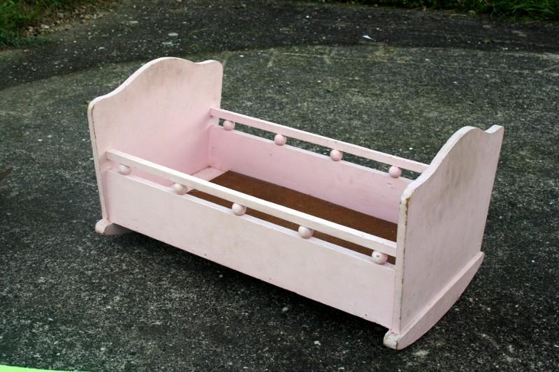 lit poupée en bois