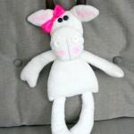 Le tapis à histoire de La petite taupe qui voulait savoir qui lui avait fait sur la tête : la vache