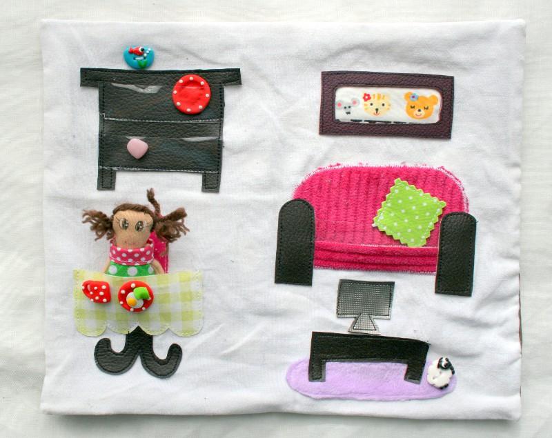 salon maison poupée tissu