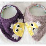 Des cadeaux fait maison pour gâter des bébés #5 : deux petits bavoirs